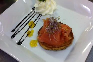 Pain perdu de saumon fumé, espuma aux épices