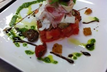 Panzanella, tomates & mozzarella di buffala
