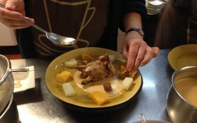 Caille farcie aux raisins, sauce au foie gras