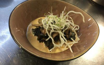 Poêlon d'escargots sauce roquefort et shitake