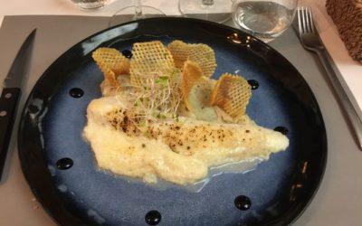 Filet de sandre en croûte de parmesan, mousseline de pommes de terre truffées