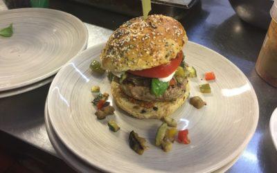 Burger de veau, légumes grillés & mozza